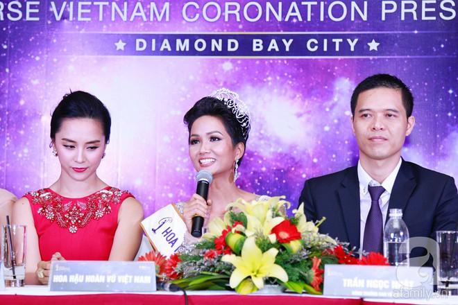 """Hành động """"lạ"""" của Hoàng Thùy sau khi HHen Niê đăng quang ngôi vị Hoa hậu Hoàn vũ Việt Nam 2017 - Ảnh 8."""