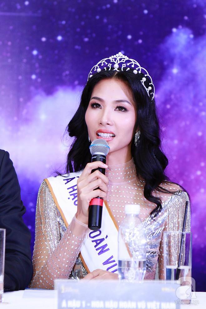 """Hành động """"lạ"""" của Hoàng Thùy sau khi HHen Niê đăng quang ngôi vị Hoa hậu Hoàn vũ Việt Nam 2017 - Ảnh 11."""