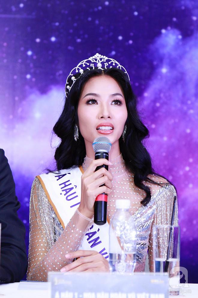 """Hành động """"lạ"""" của Hoàng Thùy sau khi HHen Niê đăng quang ngôi vị Hoa hậu Hoàn vũ Việt Nam 2017 - Ảnh 12."""