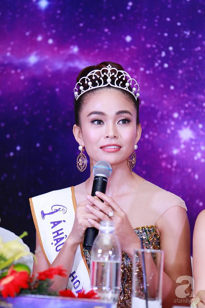 """Hành động """"lạ"""" của Hoàng Thùy sau khi HHen Niê đăng quang ngôi vị Hoa hậu Hoàn vũ Việt Nam 2017 - Ảnh 15."""