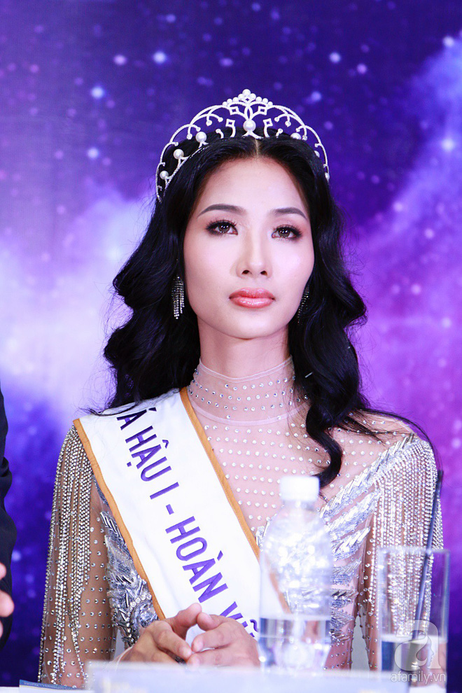 """Hành động """"lạ"""" của Hoàng Thùy sau khi HHen Niê đăng quang ngôi vị Hoa hậu Hoàn vũ Việt Nam 2017 - Ảnh 16."""