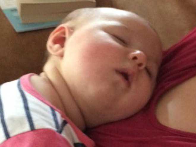 """Cận cảnh khuôn mặt hạnh phúc của những em bé """"phê"""" sữa sau khi bú mẹ - Ảnh 6."""