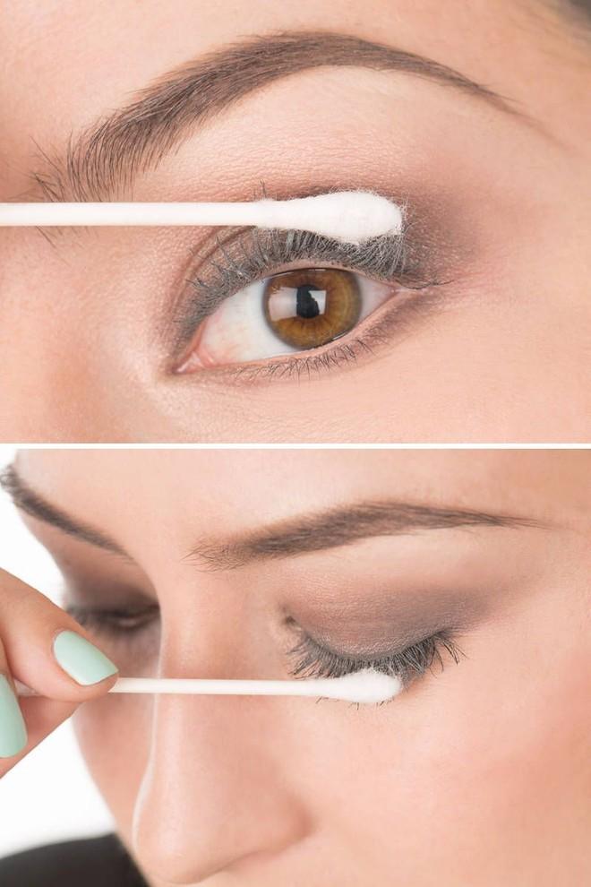 Cô gái dùng phấn rôm để chải vào mi mắt, chị giật nảy mình nhưng xem kết quả rồi thì ai cũng muốn làm theo - Ảnh 6.