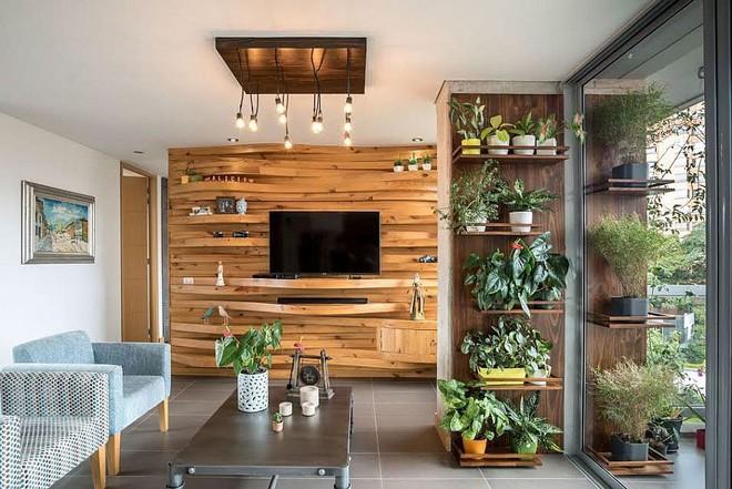 Độc đáo, lạ mắt lại vô cùng ấm áp ngay khi nhìn thấy: 10 phòng khách với thiết kế bức tường gỗ này sẽ chinh phục bạn - Ảnh 2.