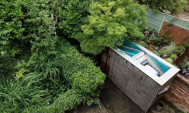 Độc đáo căn nhà được làm từ hơn 500 cây chổi dừa - Ảnh 1.