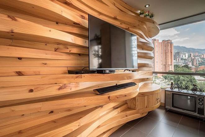 Độc đáo, lạ mắt lại vô cùng ấm áp ngay khi nhìn thấy: 10 phòng khách với thiết kế bức tường gỗ này sẽ chinh phục bạn - Ảnh 3.