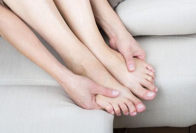 Chạy nhảy cổ vũ về hãy nhớ làm những điều này cho đôi chân để đề phòng thoái hóa khớp - Ảnh 3.