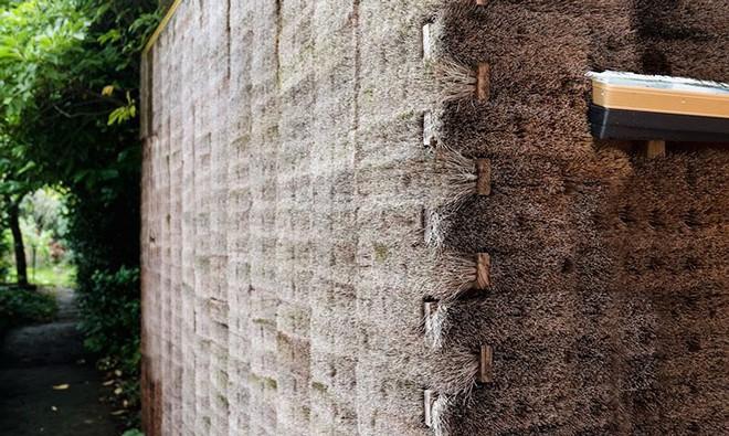 Độc đáo căn nhà được làm từ hơn 500 cây chổi dừa - Ảnh 5.