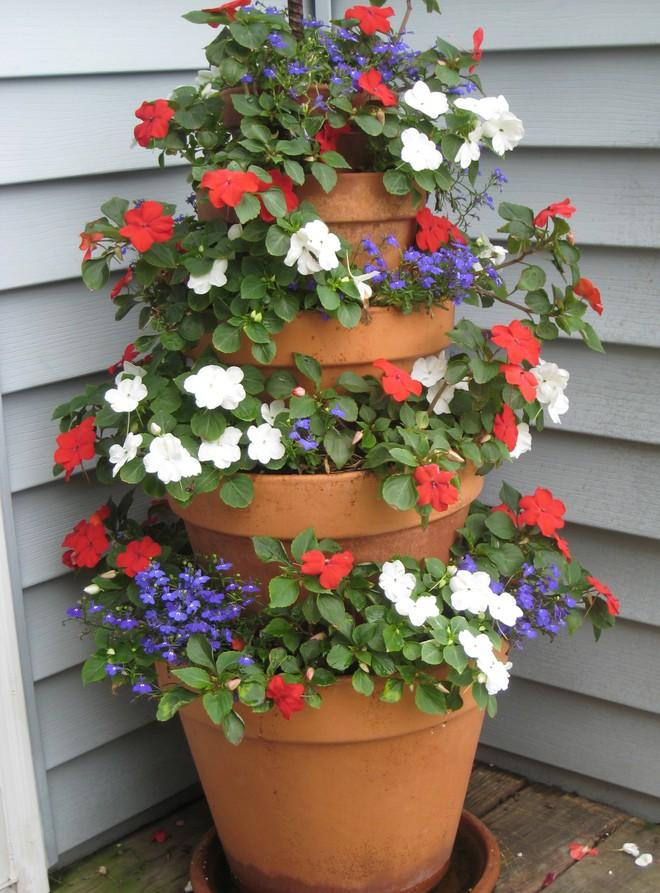 Cách đơn giản và dễ làm để tạo tháp chậu cây cho khu vườn hay hiên nhà bạn thêm sinh động - Ảnh 8.