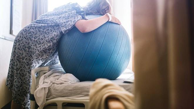 6 bí quyết giúp bà bầu sinh nở dễ dàng mà không cần dùng thuốc giảm đau - Ảnh 3.