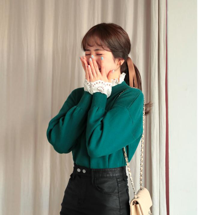 Thêm một cách diện layer áo len/áo nỉ cực xinh cho các nàng nữ tính - Ảnh 7.