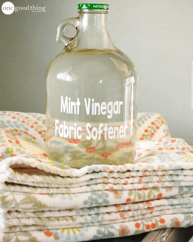 Tự chế nước làm mềm vải theo cách này, bạn sẽ phải xuýt xoa vì những công dụng mà nó mang lại - Ảnh 6.