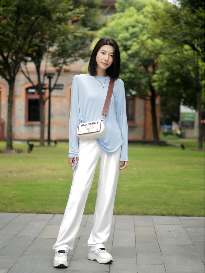 Street style Châu Á: Quần jeans là được chọn nhiều nh - Ảnh 5.