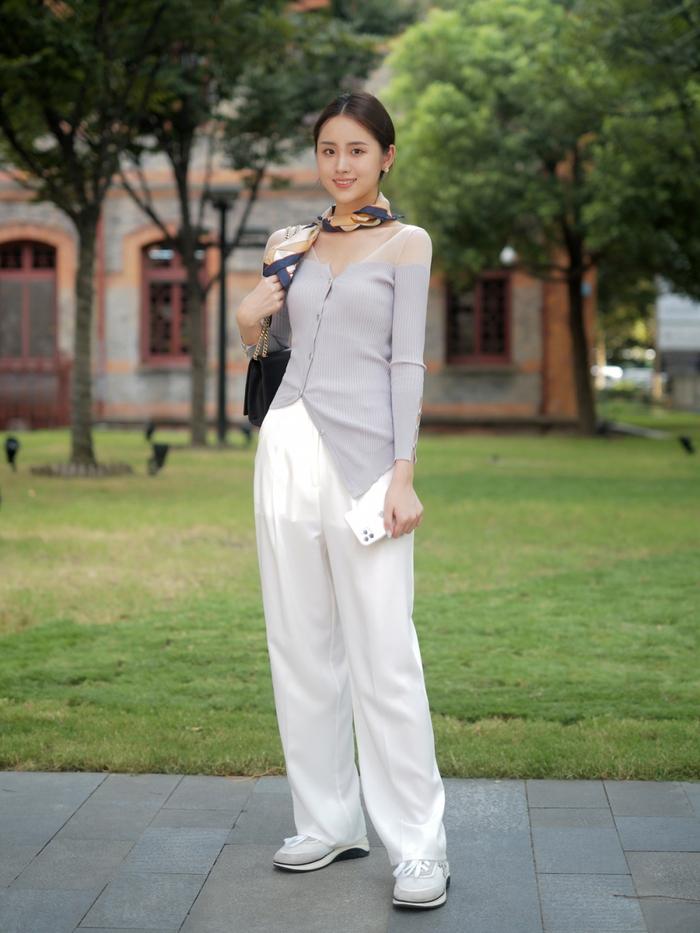 Street style Châu Á: Quần jeans là được chọn nhiều nh - Ảnh 2.
