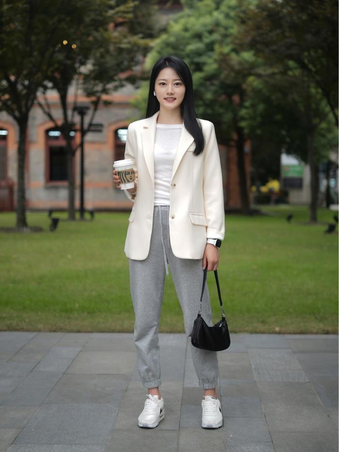Street style Châu Á: Quần jeans là được chọn nhiều nh - Ảnh 4.