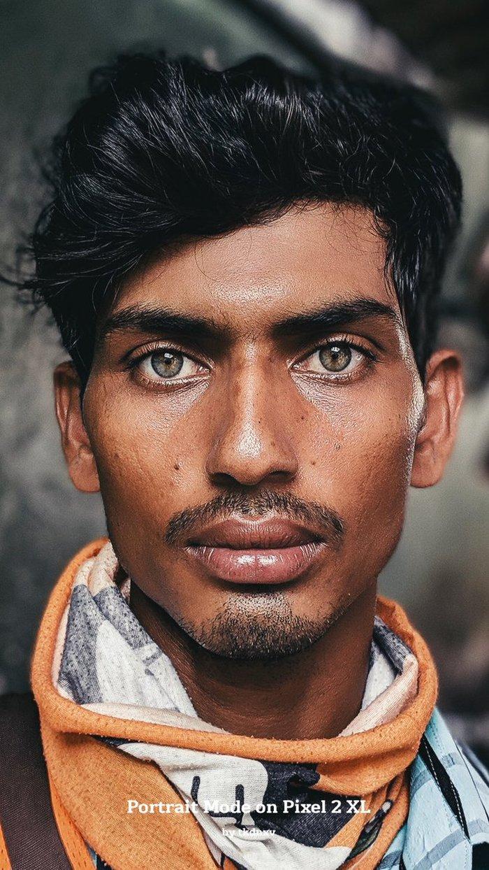 Thợ xây Ấn Độ bất ngờ nổi như cồn nhờ đôi mắt đẹp và thần thái như siêu mẫu - Ảnh 1.
