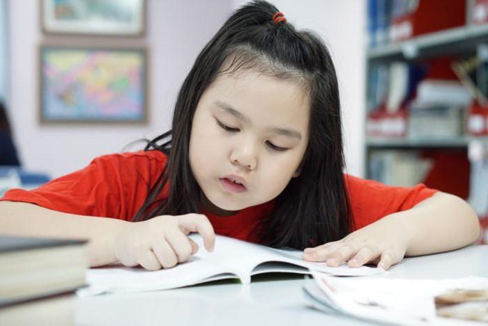 """Trẻ vốn đã kém tập trung, dùng phương pháp """"nhặt đậu"""" cũng vô ích, thay vào đó hãy thử làm điều này - Ảnh 1."""