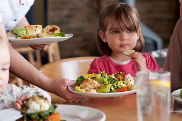 5 thói quen xấu bố mẹ cần uốn nắn trước khi trẻ lên 6 tuổi kẻo ảnh hưởng đến cả tương lai về sau - Ảnh 2.