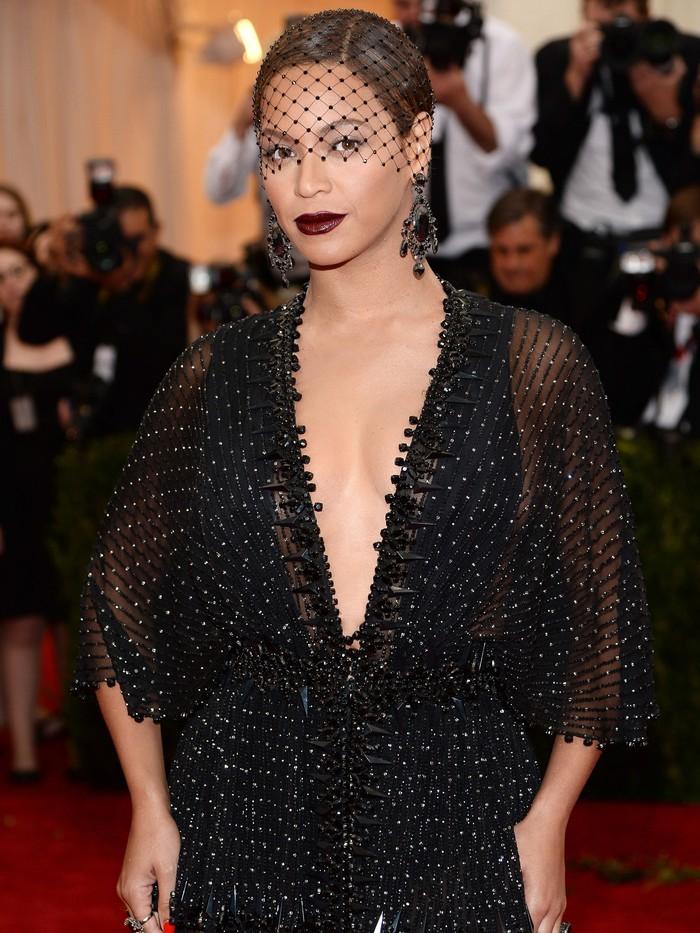 Vogue chọn ra 25 mỹ nhân đẹp nhất mọi thời đại tại thảm đỏ Met Gala  - Ảnh 15.