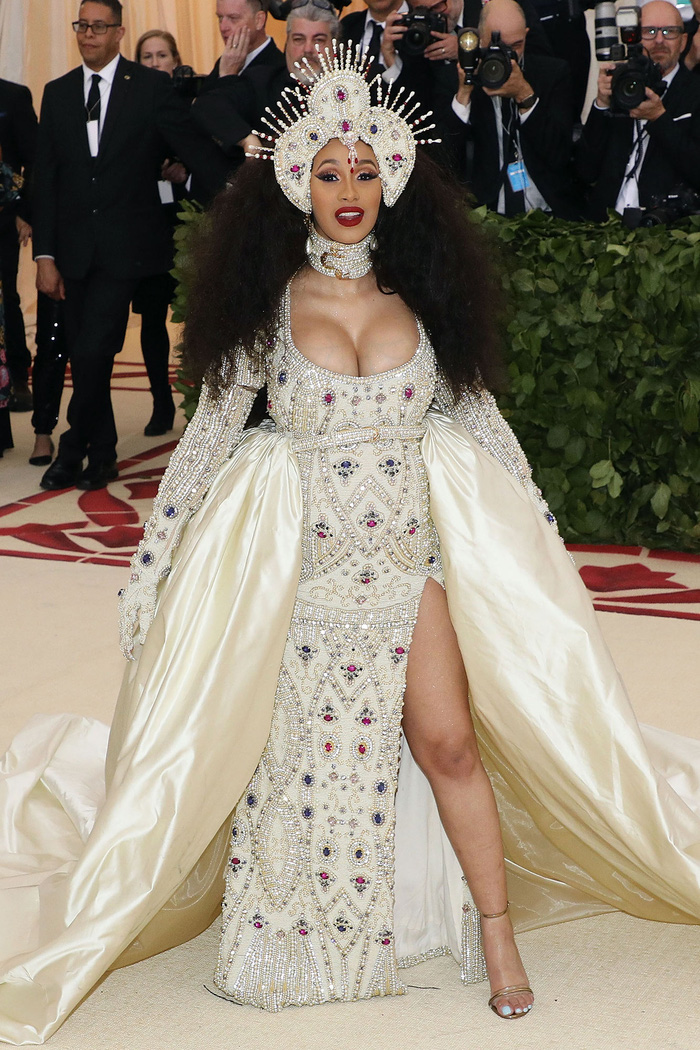 Vogue chọn ra 25 mỹ nhân đẹp nhất mọi thời đại tại thảm đỏ Met Gala  - Ảnh 22.