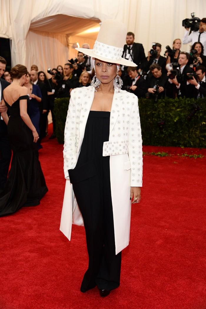 Vogue chọn ra 25 mỹ nhân đẹp nhất mọi thời đại tại thảm đỏ Met Gala  - Ảnh 14.