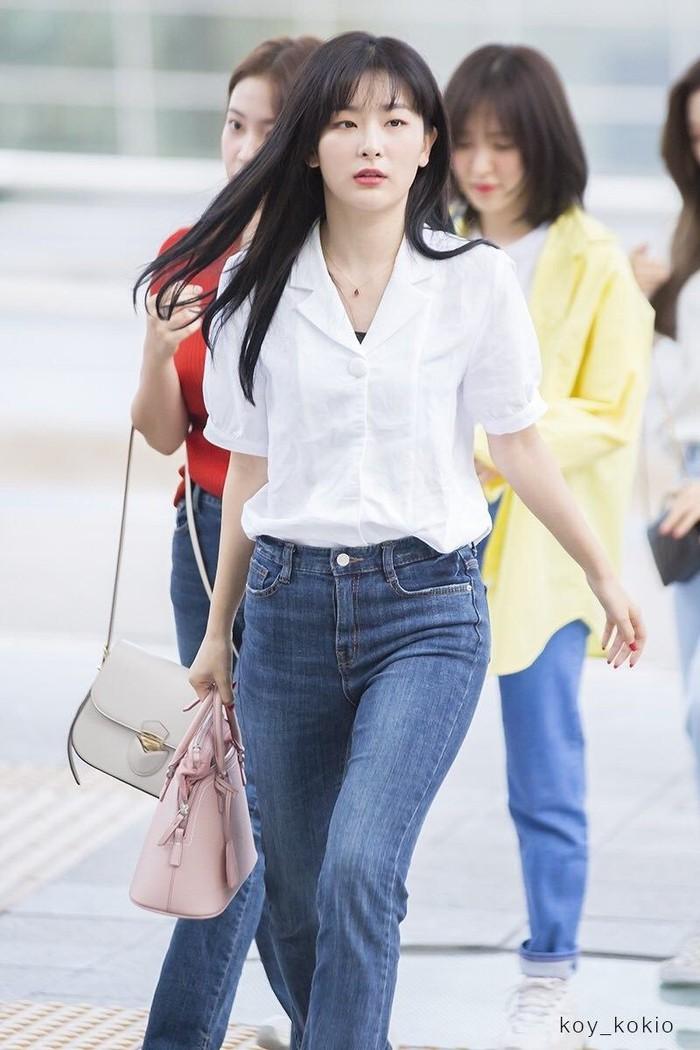Mặc áo blouse đẹp như Red Velvet: 13 cách mix đơn giản nhưng trẻ trung, chuẩn sang xịn mịn - Ảnh 3.