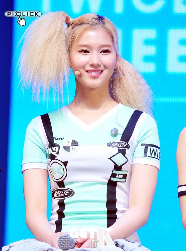 Người ta thì đổi tóc để thăng hạng nhan sắc còn những idol này may mà có nhan sắc mới cân được loạt tóc thảm họa - Ảnh 2.