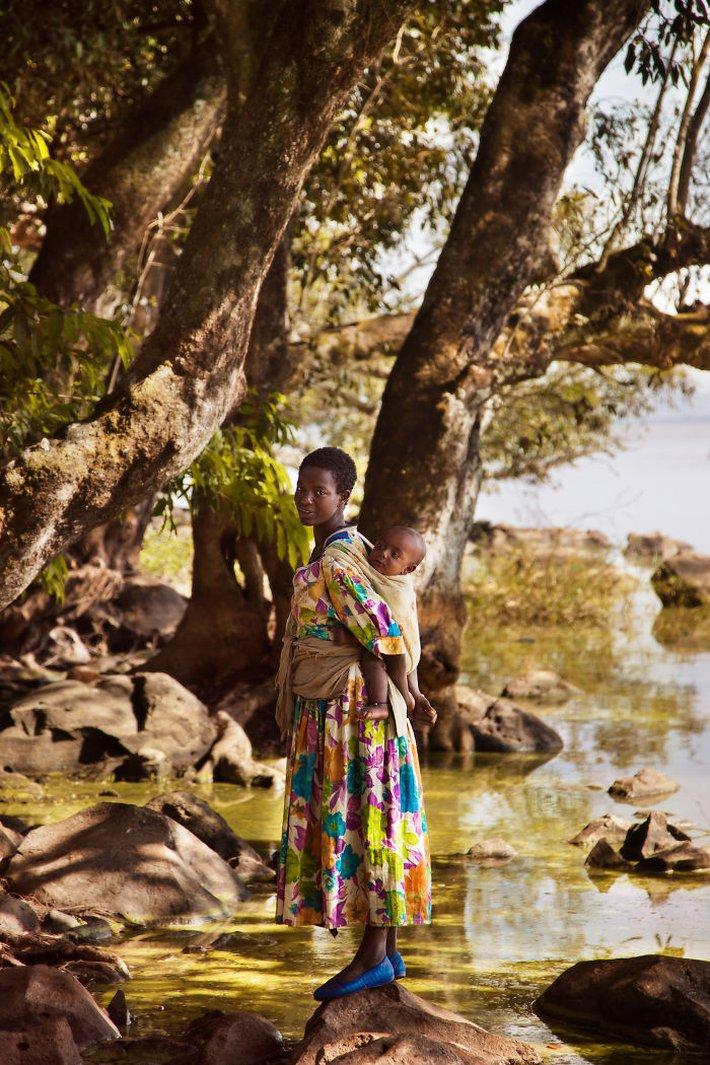 Chu du 50 quốc gia, nữ nhiếp ảnh gia có được loạt khoảnh khắc tuyệt vời về tình mẫu tử khắp nơi trên thế giới - Ảnh 9.