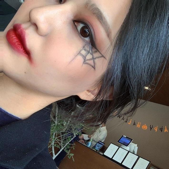 Loạt gợi ý makeup chơi Halloween: Đảm bảo ma mị nhưng vẫn xinh, các nàng không lo visual mất điểm - Ảnh 10.