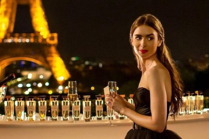 Emily Ở Paris: Phong cách gái Mỹ trên đất Pháp nhận mưa lời khen, người khó tính thì kêu nửa nạc nửa mỡ nhưng liệu có thoả đáng? - Ảnh 13.
