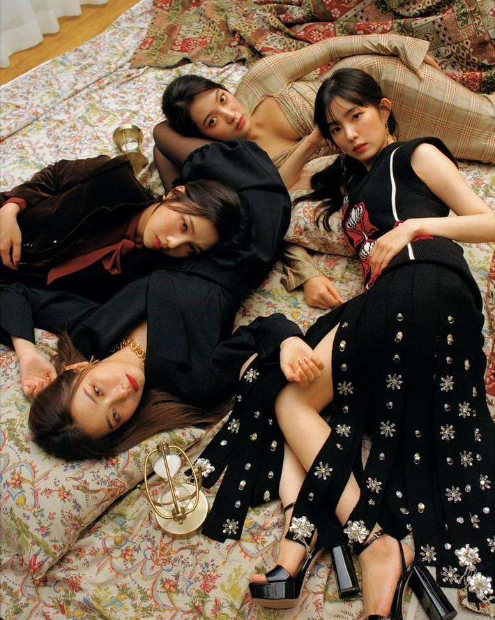 Chuẩn bị comeback, Red Velvet dát đầy hàng hiệu trên người, bất ngờ là thương hiệu trang phục của Irene - Ảnh 1.