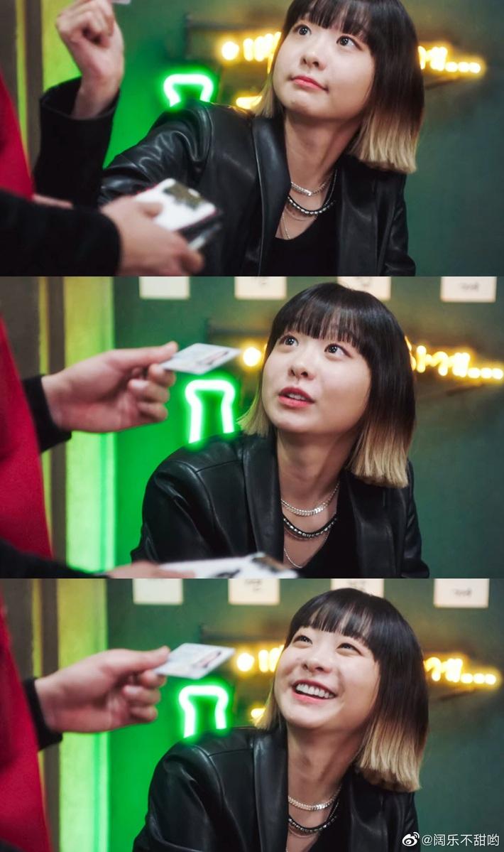 Tính tình đã hay ho, điên nữ Jo Yi Seo của Tầng Lớp Itaewon lại còn ăn mặc chất chơi, dát toàn hàng hiệu xịn sò từ đầu đến chân - Ảnh 3.