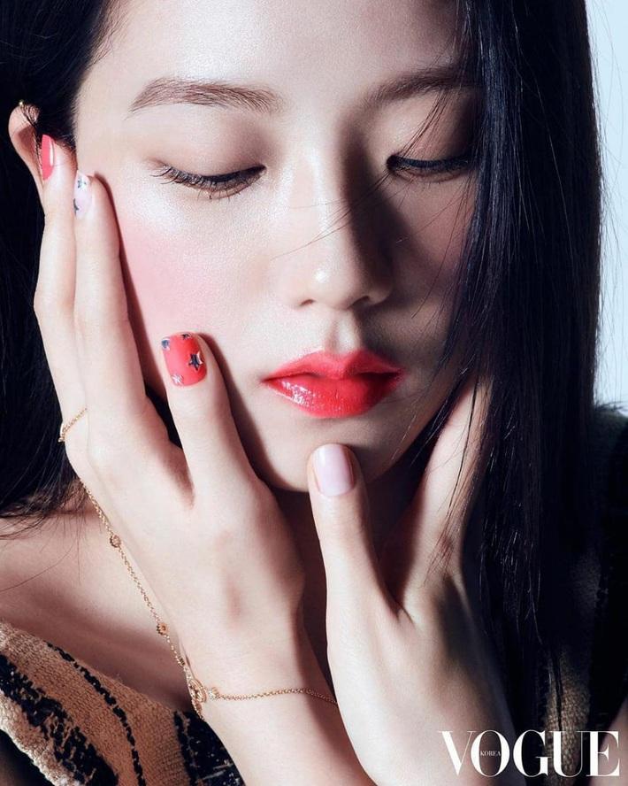 Đẹp như hoa hậu nhưng ăn vận quá an toàn, Ji Soo thất thế trước Angela Baby với màn biến hình xinh như tiên tử - Ảnh 3.