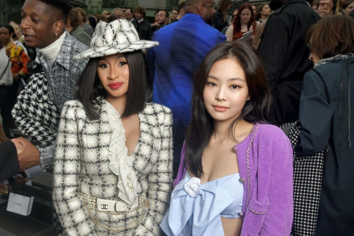 Sao Âu Á đọ style chung khung hình tại Fashion Week: Sao Á không ít lần bị dìm nhưng vẫn có những màn phản đòn khiến fan nở mày nở mặt - Ảnh 2.
