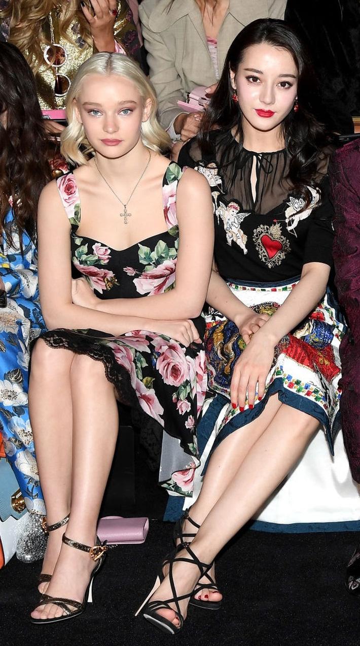 Sao Âu Á đọ style chung khung hình tại Fashion Week: Sao Á không ít lần bị dìm nhưng vẫn có những màn phản đòn khiến fan nở mày nở mặt - Ảnh 3.