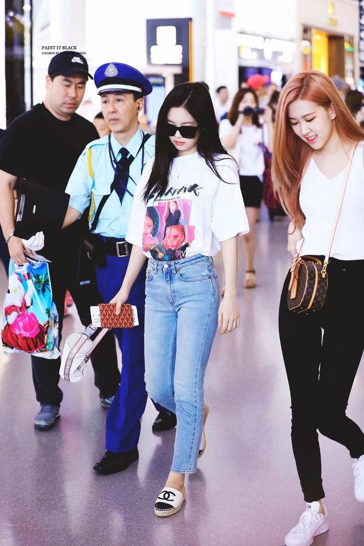 Chiếc quần jeans yêu thích của Jennie đây rồi: Kiểu quần lai cực kỳ nịnh dáng mà bạn sẽ muốn múc ngay 1 chiếc tương tự - Ảnh 4.