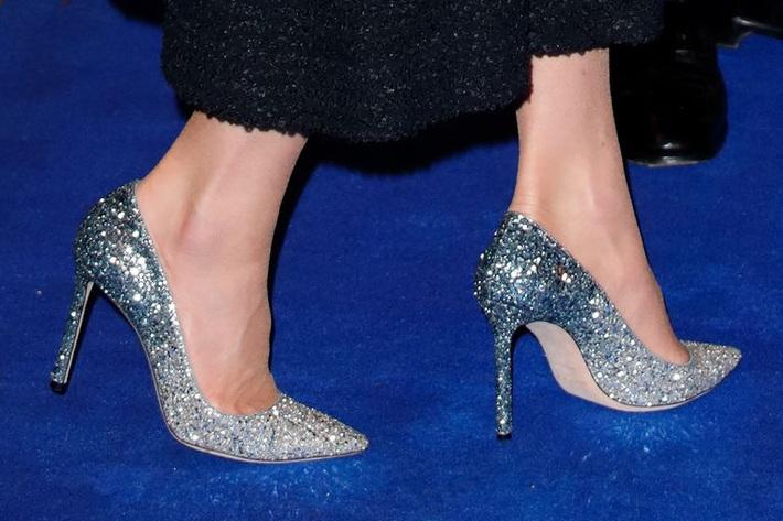 Công nương Kate thật khéo lấy lòng công chúng, hôm trước vừa đi giày hiệu 16 triệu, hôm sau đã sửa sai với đôi giày 800k - Ảnh 4.