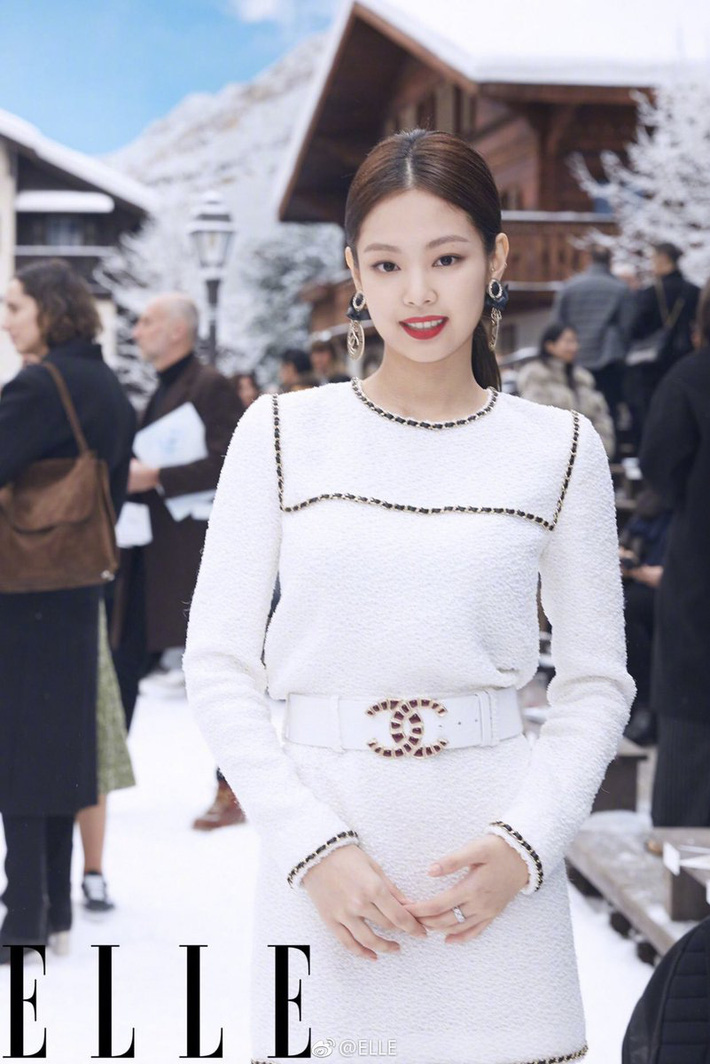 Ngồi yên cũng dính chưởng: Jennie bất ngờ bị netizen mỉa mai rằng không xứng với danh Chanel sống chỉ vì 1 người mẫu xứ Hàn - Ảnh 2.