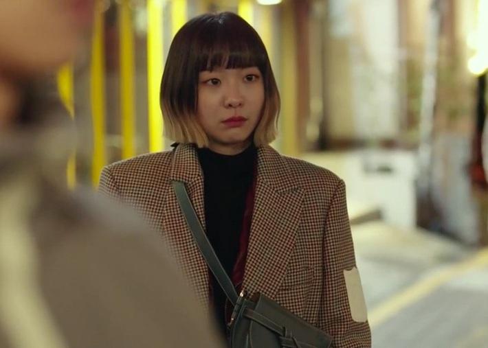 """Style công sở """"nửa nạc nửa mỡ"""" của Kim Da Mi: Đa phần sang chảnh bất ngờ nhưng vẫn lọt hố vài bộ khó cảm - Ảnh 11."""
