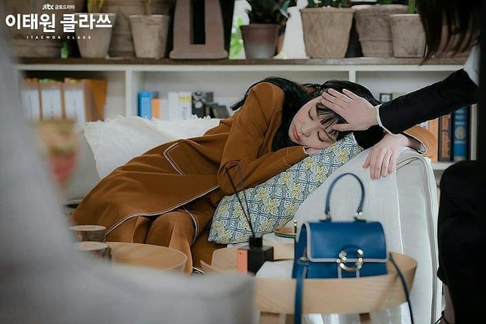"""Style công sở """"nửa nạc nửa mỡ"""" của Kim Da Mi: Đa phần sang chảnh bất ngờ nhưng vẫn lọt hố vài bộ khó cảm - Ảnh 8."""
