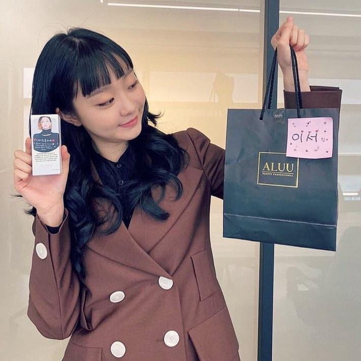 """Style công sở """"nửa nạc nửa mỡ"""" của Kim Da Mi: Đa phần sang chảnh bất ngờ nhưng vẫn lọt hố vài bộ khó cảm - Ảnh 6."""