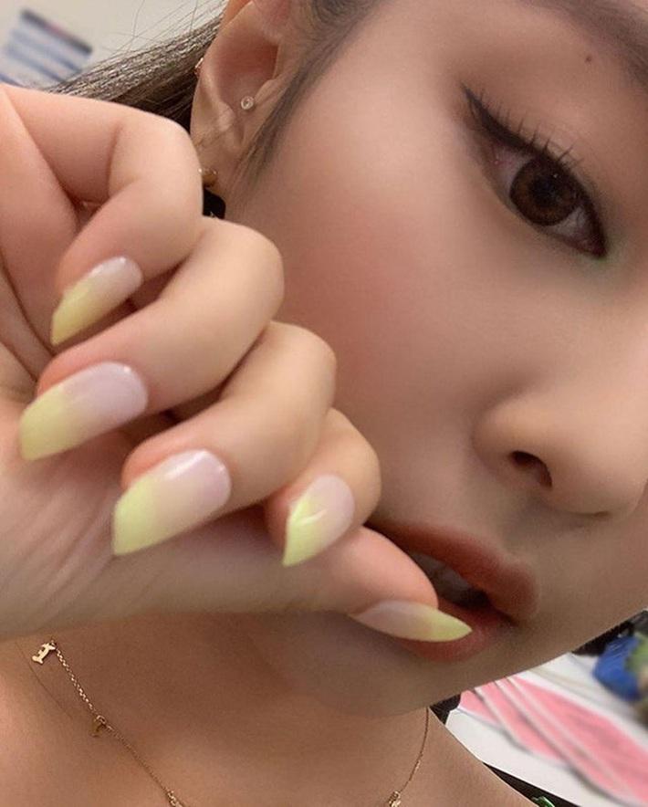 Jennie có cả loạt nail đã chanh xả còn xinh muốn xỉu, nhìn là muốn bắt chước ngay một bộ y hệt - Ảnh 6.