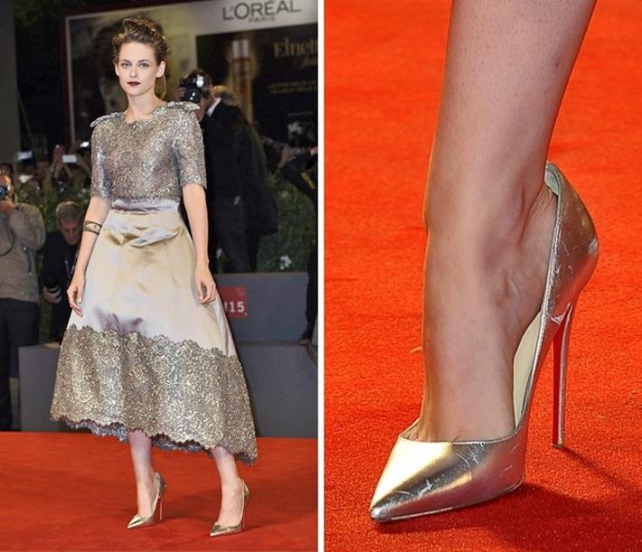 Ngọc Trinh rất hay diện giày rộng ngoác phá game, tưởng chọn nhầm size hóa ra là học hỏi độc chiêu từ sao Hollywood - Ảnh 8.