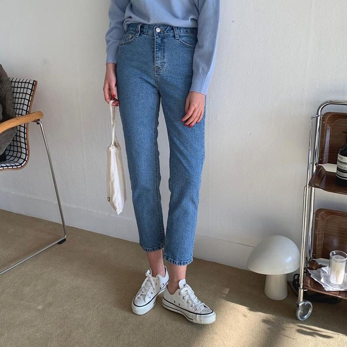 Thích quần skinny nhưng sợ bó chịt lộ chân xấu, các nàng hãy hóng ngay jeans thuốc lá hack chân đẹp siêu hạng - Ảnh 2.