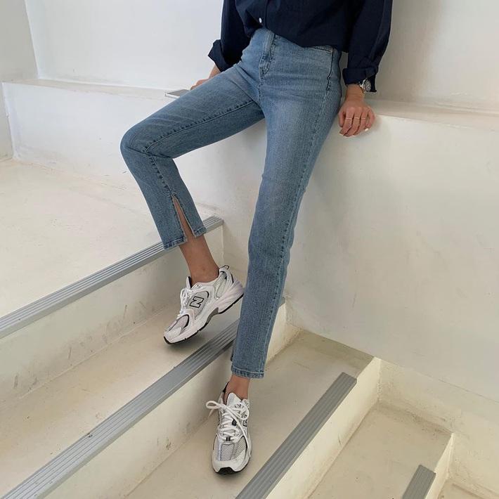 Thích quần skinny nhưng sợ bó chịt lộ chân xấu, các nàng hãy hóng ngay jeans thuốc lá hack chân đẹp siêu hạng - Ảnh 10.