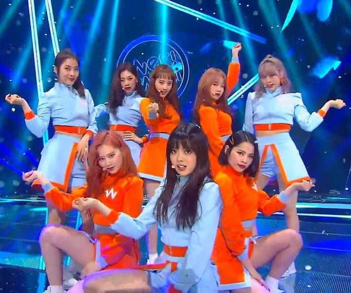 Điểm danh 17 outfit biểu diễn của hội idol bị netizen Hàn ghét cay ghét đắng, đến Black Pink cũng dính chưởng - Ảnh 8.
