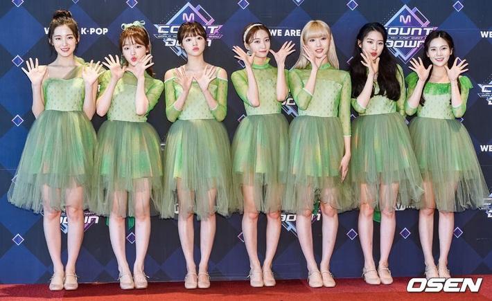 Điểm danh 17 outfit biểu diễn của hội idol bị netizen Hàn ghét cay ghét đắng, đến Black Pink cũng dính chưởng - Ảnh 6.