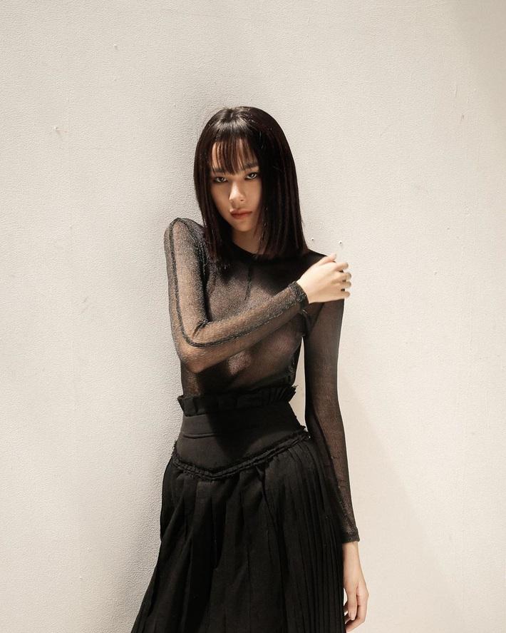 Rất lâu sau Angela Phương Trinh mới có thêm Phí Phương Anh bạo gan thả rông và khoe miếng dán ngực thế này - Ảnh 3.