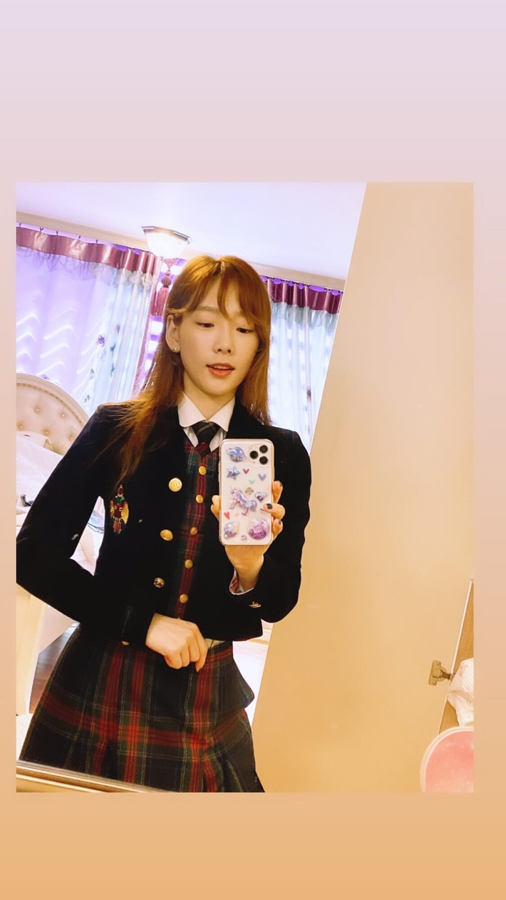 Dàn mỹ nhân tuổi băm Kbiz diện đồng phục mà trẻ xinh như nữ sinh cấp 3, nhan sắc thậm chí không có dấu hiệu lão hóa - Ảnh 4.