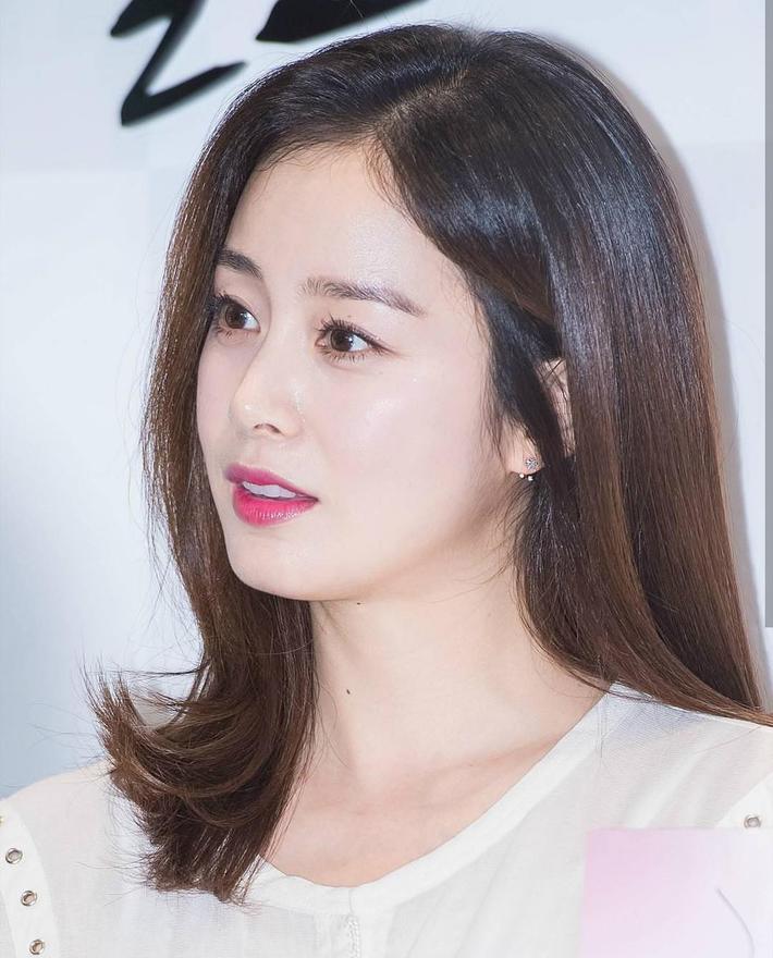 10 sao Hàn là hình mẫu PTTM của chị em: Mũi chuẩn phải như Irene và mợ chảnh Jeon Ji Hyun; mắt đẹp là giống Jennie, Yoona - Ảnh 5.